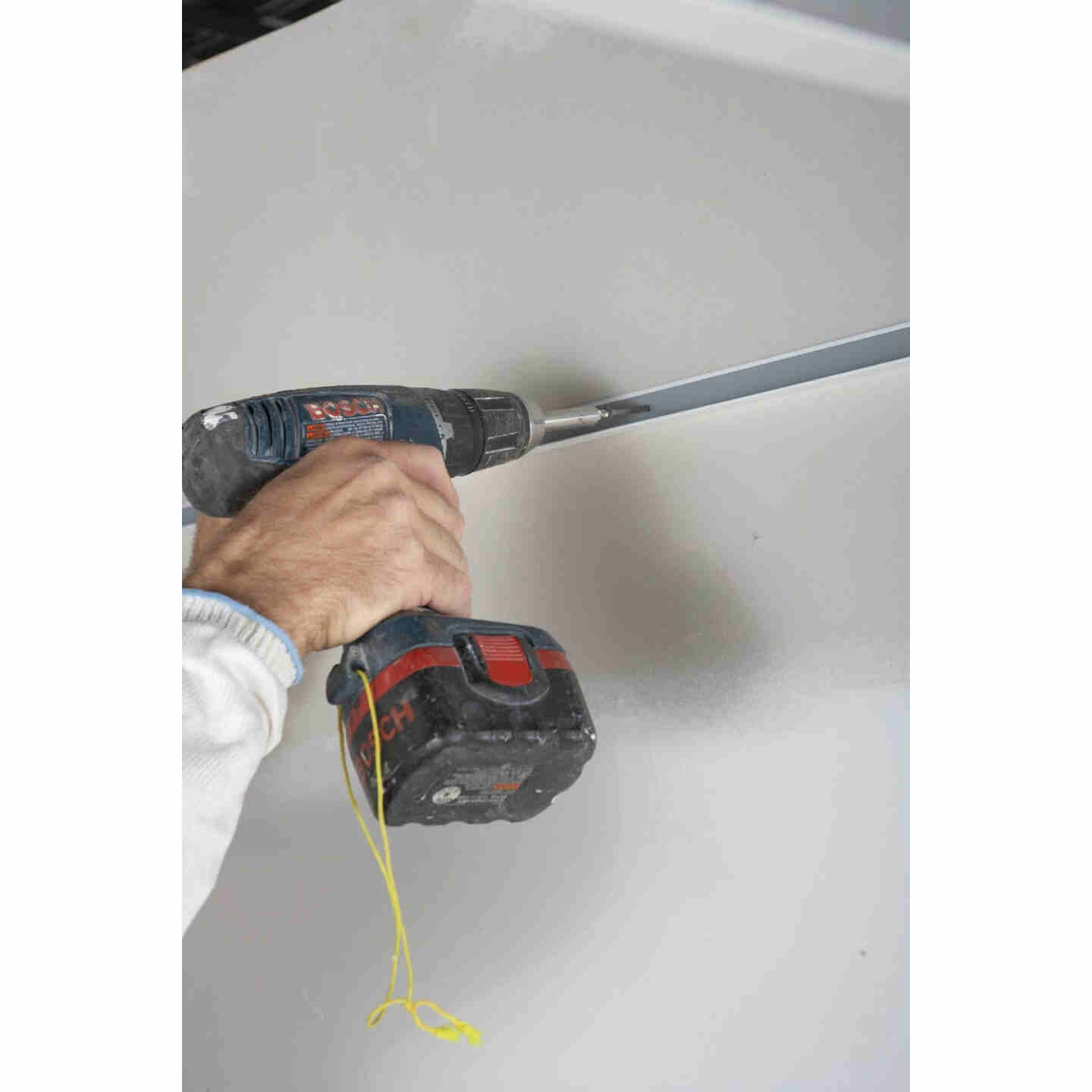 Donn 12 Ft. x 7/8 in. White Steel Ceiling Wall Molding Image 2